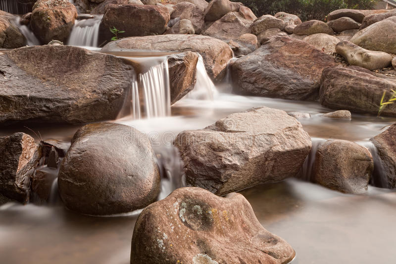 小河山小的瀑布 库存图片