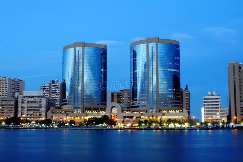 小河迪拜耸立双胞胎阿拉伯联合酋长国 库存照片