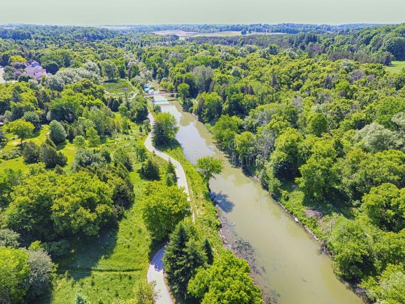 小河,加拿大鸟瞰图夏时的 库存照片