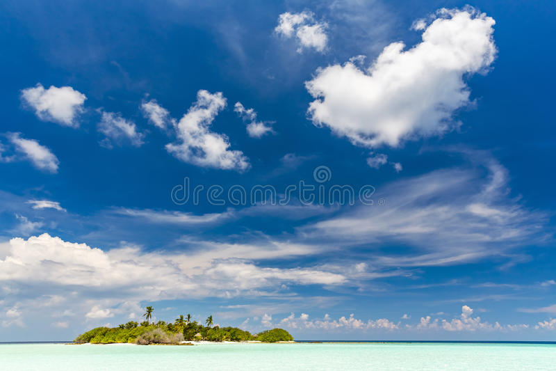 小海岛在马尔代夫的海洋 库存照片