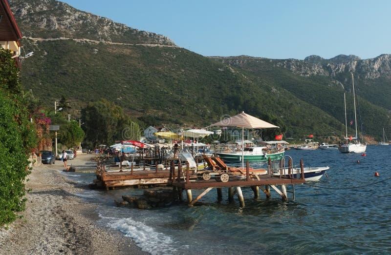 小海湾风景与跳船和boats1的 库存图片