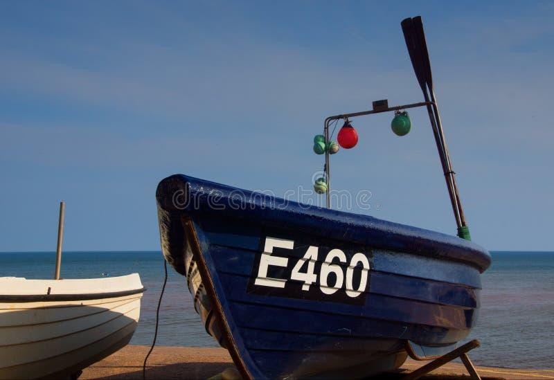 小渔船在Sidmouth德文郡 免版税库存照片