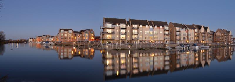 小游艇船坞公寓和议院Eynesbury 库存图片