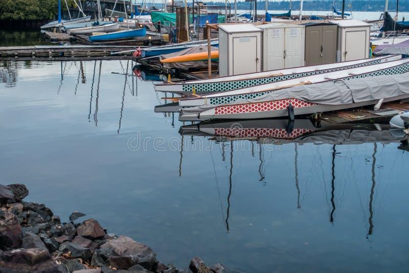 小游艇船坞反射 免版税库存图片