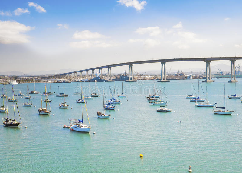 小游艇船坞和科罗纳多桥梁,圣地亚哥 免版税库存照片