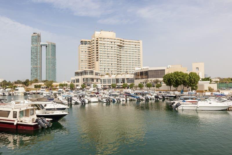 小游艇船坞在阿布扎比,阿拉伯联合酋长国 库存图片