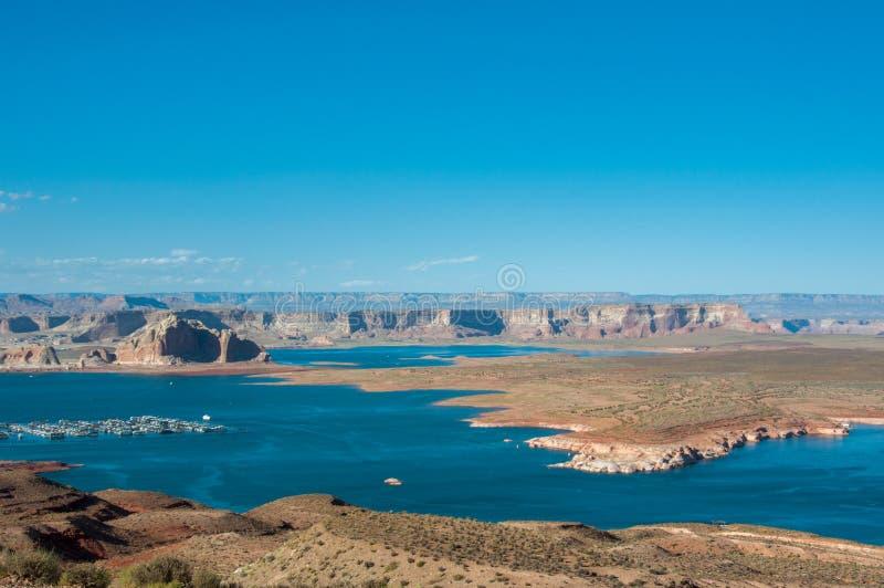 小游艇船坞在鲍威尔湖,亚利桑那,美国 免版税库存照片