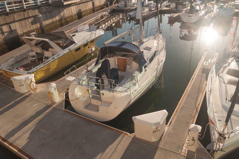 小游艇船坞小船 免版税库存照片