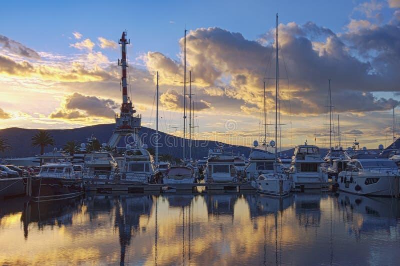 小游艇船坞波尔图黑山美好的平衡的看法  黑山,蒂瓦特市 免版税库存照片