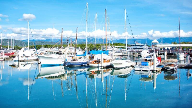 小游艇船坞海市蜃楼-道格拉斯港,澳大利亚 免版税图库摄影