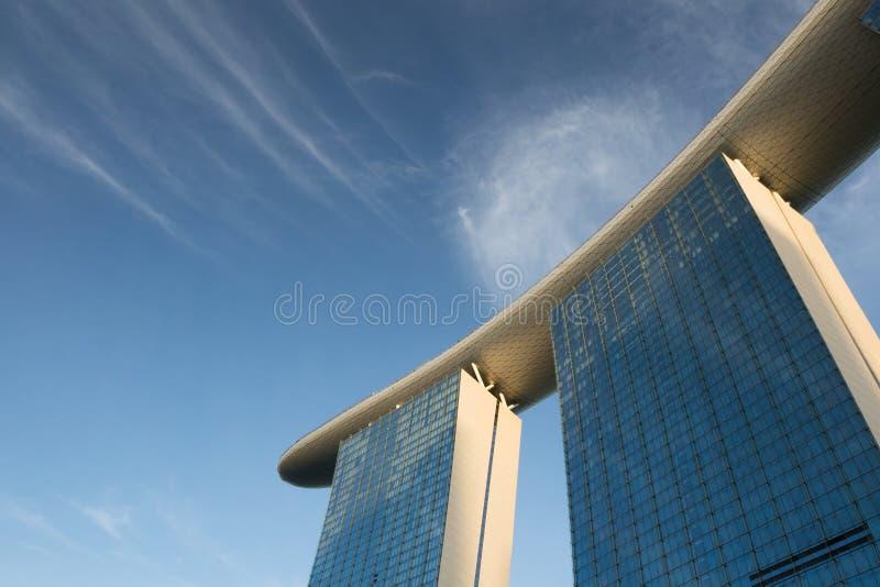 小游艇船坞海湾反对蓝天背景的沙子旅馆新加坡 库存图片