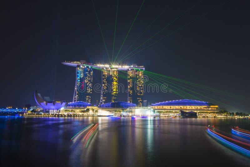 小游艇船坞海湾沙子,新加坡2015年10月12日:嘘美丽的激光 免版税图库摄影