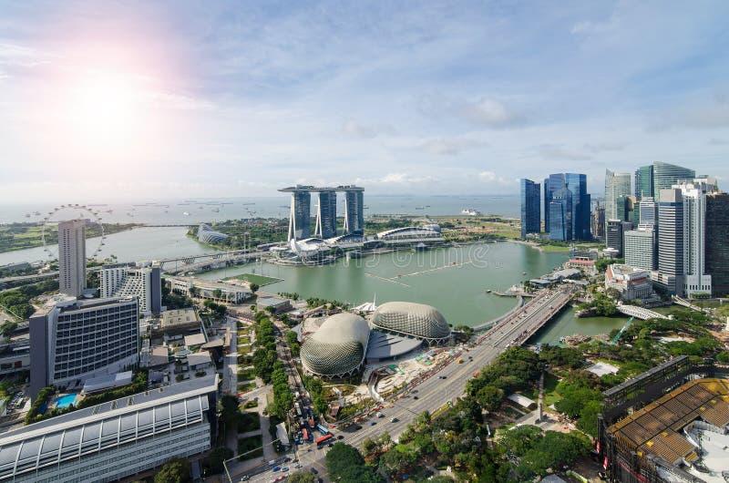 小游艇船坞海湾鸟瞰图在有好的天空的新加坡市 免版税库存图片