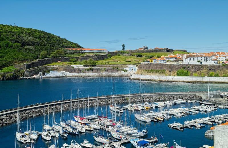 小游艇船坞, Angra, Terceira,亚速尔群岛看法  免版税库存图片
