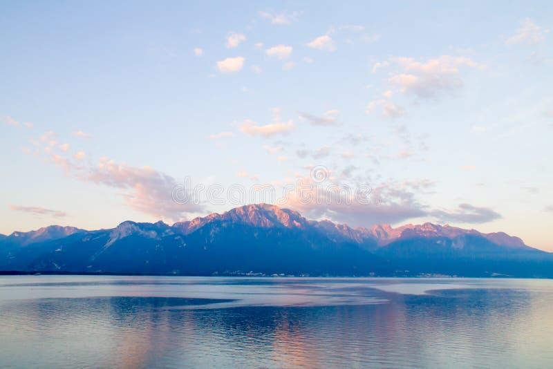 小湖在瑞士阿尔卑斯 库存图片