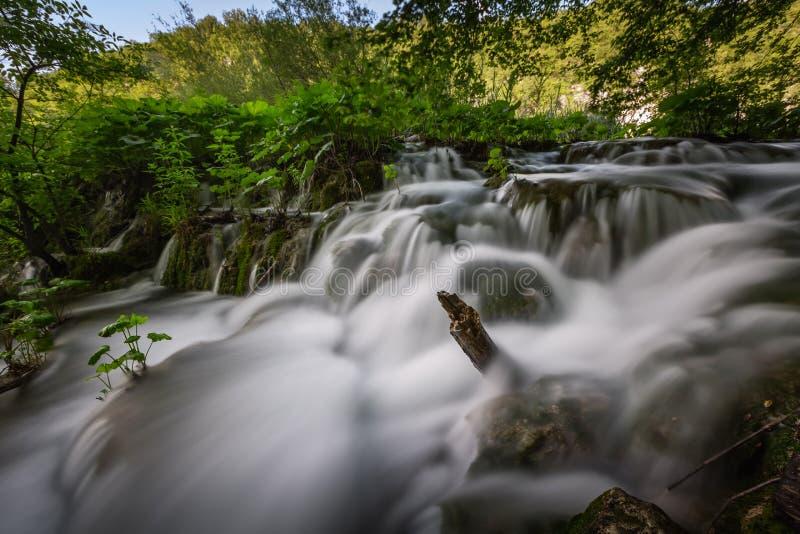 小瀑布在普利特维采湖群国家公园 免版税库存照片