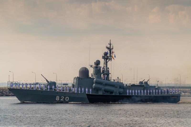 小火箭船沿喀琅施塔得运行在海军的天的庆祝时 2019年7月28日 免版税库存图片