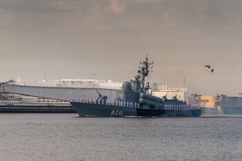 小火箭船沿喀琅施塔得运行在海军的天的庆祝时 2019年7月28日 库存图片