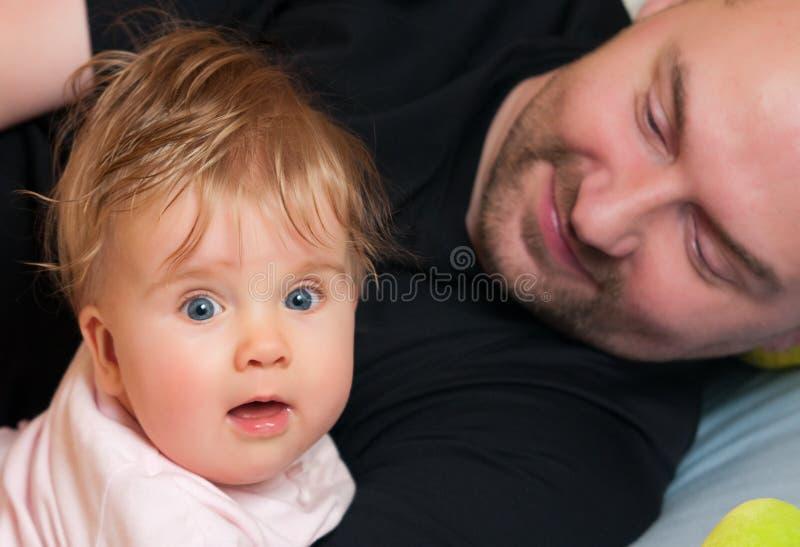 小父亲女孩 库存图片
