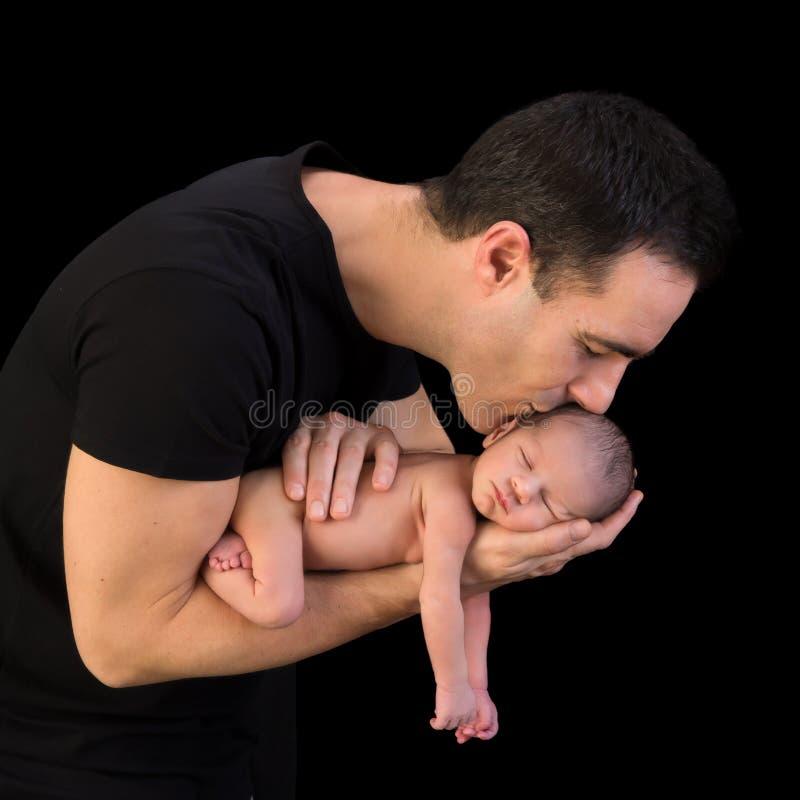 小父亲他亲吻 免版税库存照片