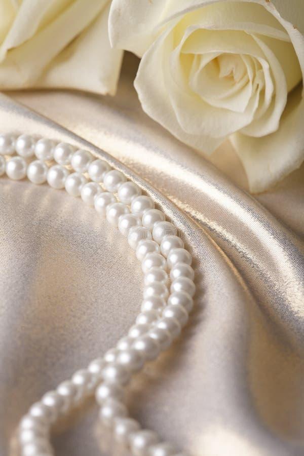小珠奶油色珍珠上升了 免版税库存照片