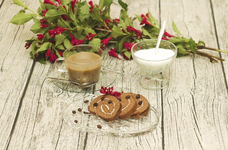 小甜面包和咖啡 库存图片