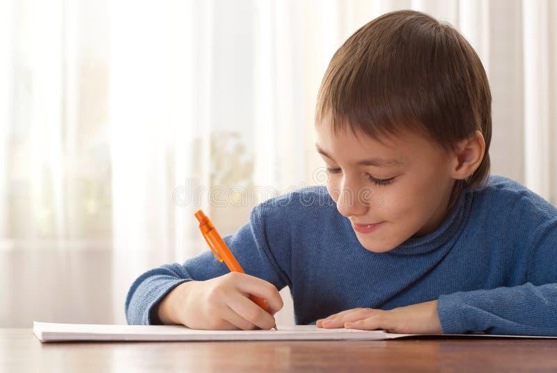 小男孩写道 图库摄影