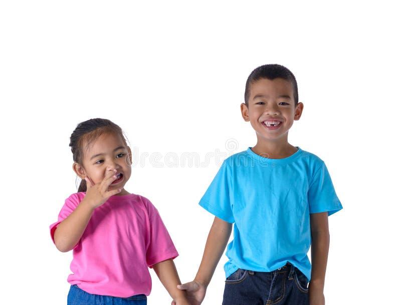 小男孩和女孩画象是有玻璃的五颜六色的T恤杉 库存图片
