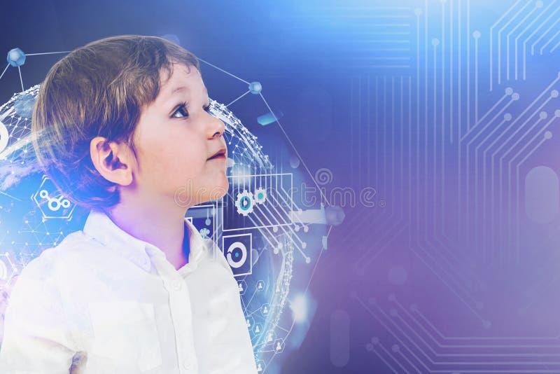 小男孩和immersive互联网接口 免版税库存图片