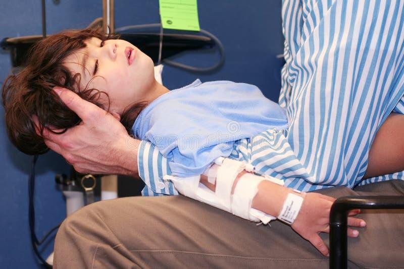 小男孩在急诊室 图库摄影
