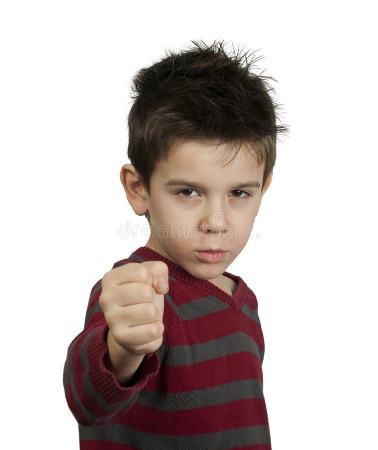 小男孩威胁以拳头战斗 免版税库存照片