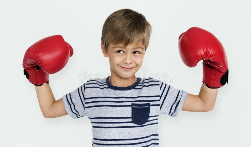 小男孩孩子可爱的逗人喜爱的拳击画象概念 库存照片