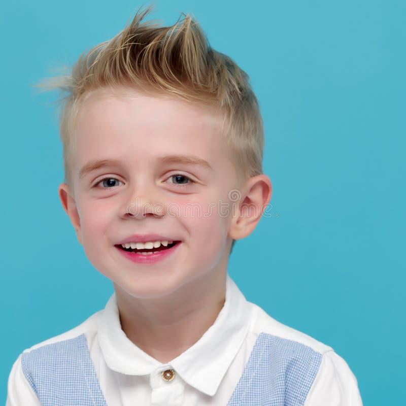 小男孩微笑 画象 免版税图库摄影