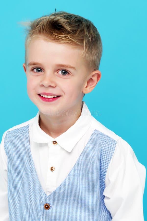 小男孩微笑 画象 免版税库存图片