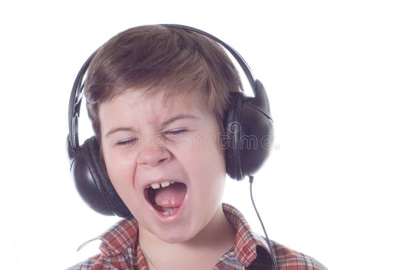 小男孩情感地听到音乐 图库摄影