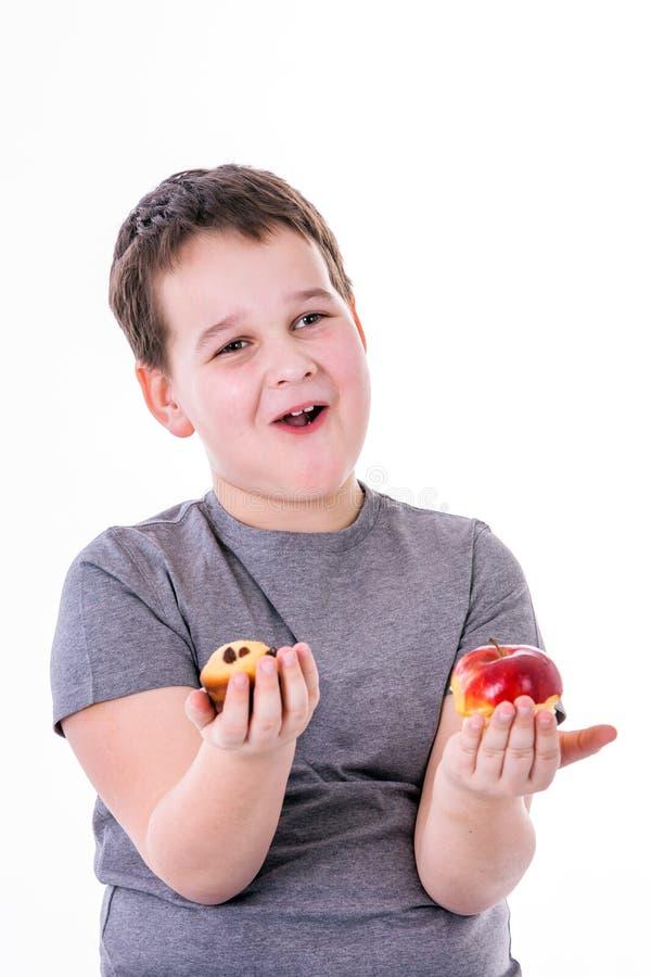 小男孩用在白色背景隔绝的食物 免版税库存照片