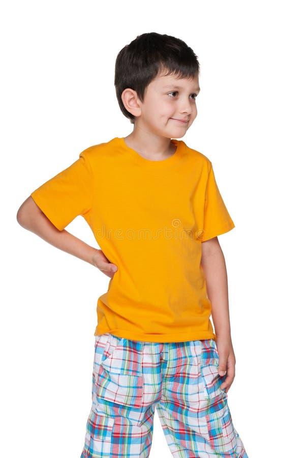 小男孩看得在旁边 免版税图库摄影
