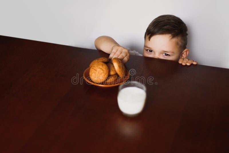 小男孩窃取曲奇饼 图库摄影