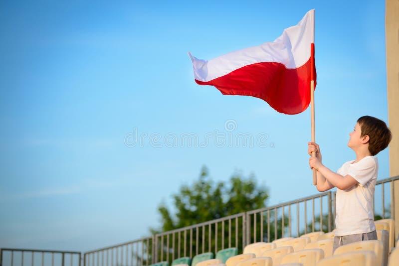 小男孩-波兰橄榄球队爱好者 免版税库存图片
