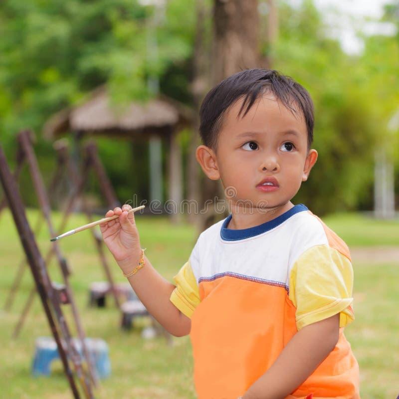 小男孩绘画 免版税图库摄影