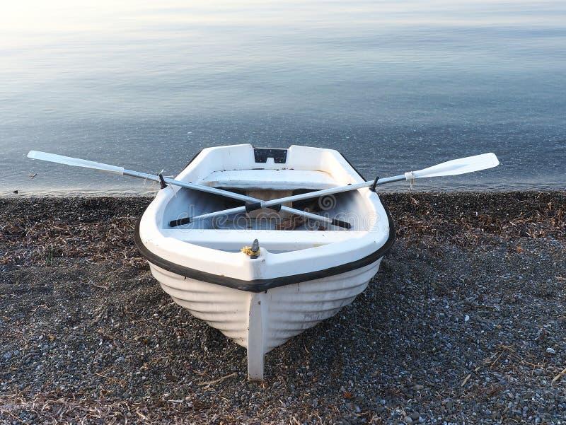 小白色划艇 免版税图库摄影