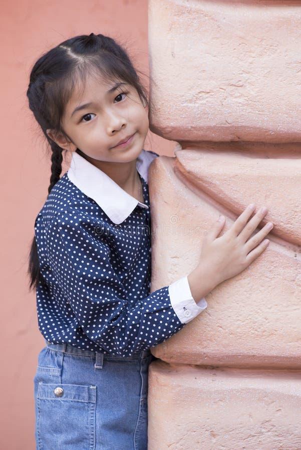 小的亚洲女孩画象 免版税库存图片