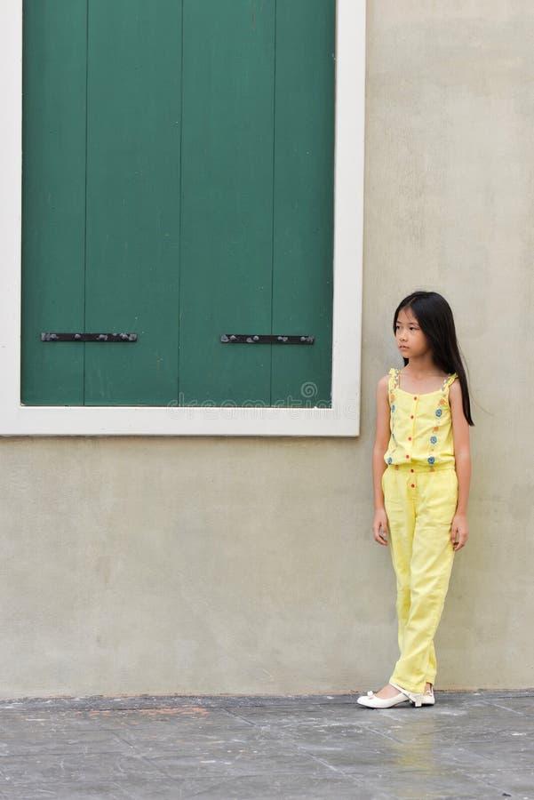 小的亚洲女孩画象 免版税库存照片