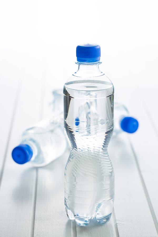 小的塑料水瓶 免版税库存照片