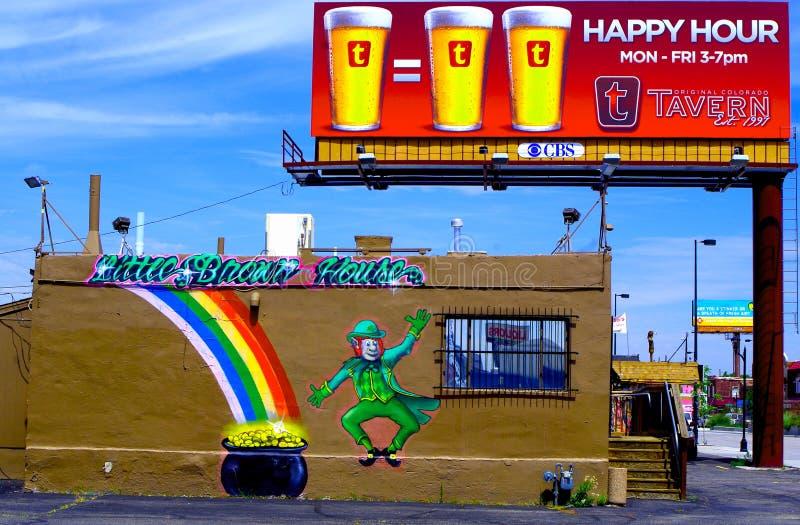 小的布朗House=罐+快乐时光! 免版税库存图片