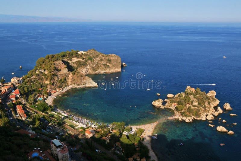 小的海岛Isola Bella在Giardini纳克索斯,如被看见从Ta 免版税库存照片