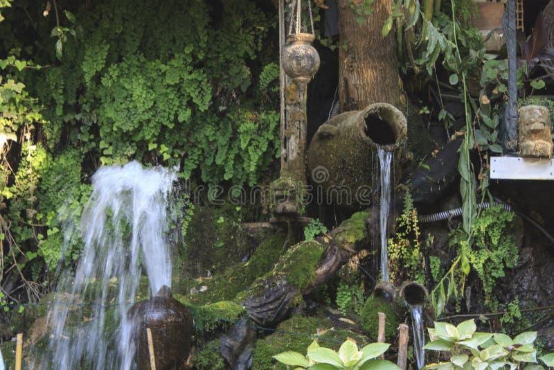 小的瀑布在森林 库存照片