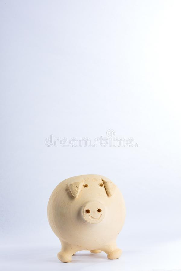 小的猪由黄色黏土制成 免版税库存图片