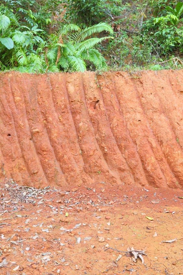 小的级别垂直的红色峭壁  免版税库存图片