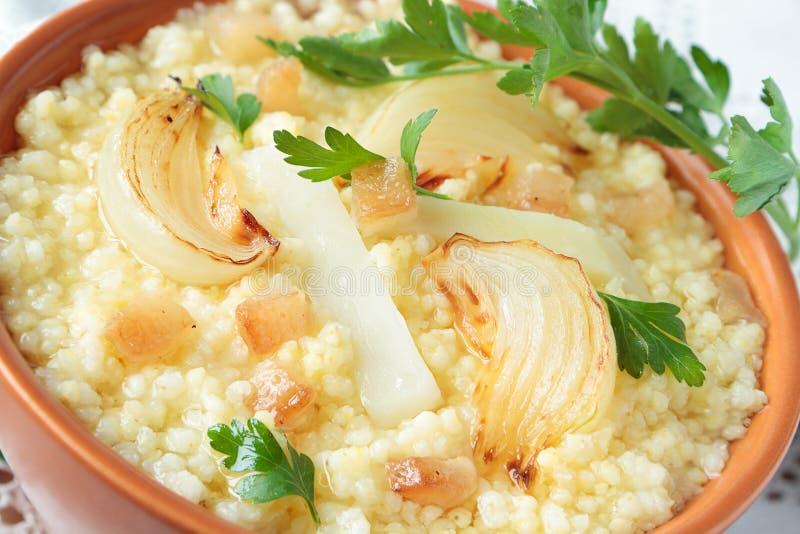 小米粥用葱和油脂 图库摄影
